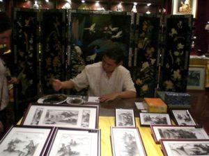 Foto di un cinese con stampe cinesi