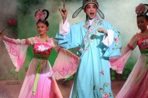 Foto con cinesi che danzano