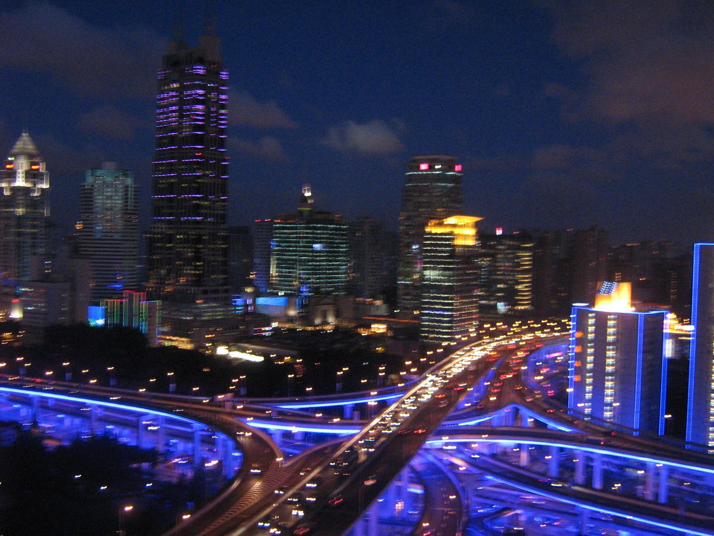 Le luci di Shanghai durante la notte