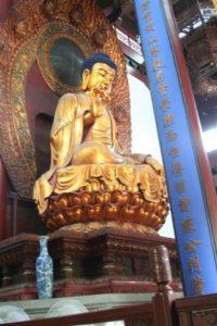 Foto con grande statua cinese
