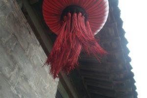 Foto con lanterna cinese rossa
