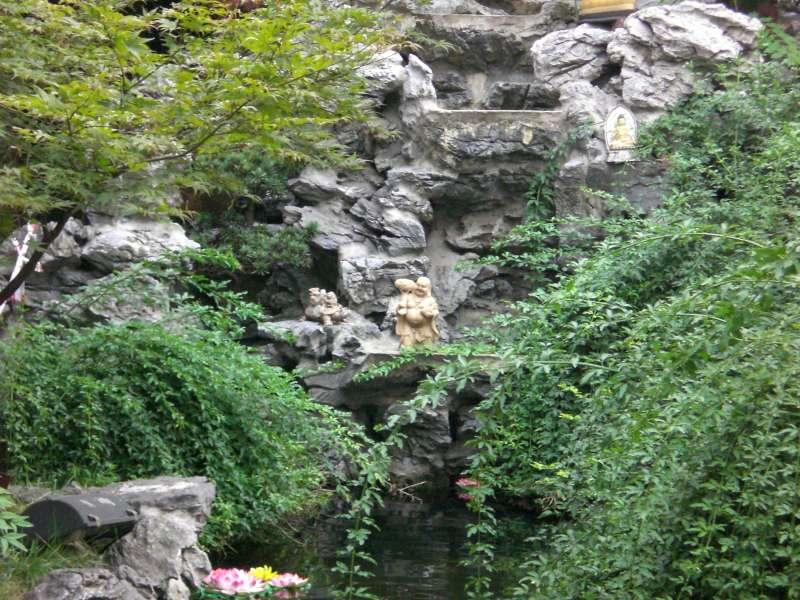 Statua nel fiume