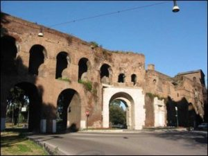 Luna a Roma, foto rovine