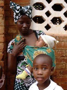 Foto di madre con bambini in Tanzania