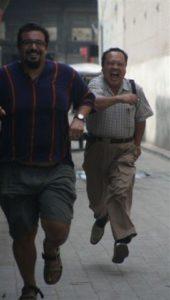 Foto di due cinesi che corrono