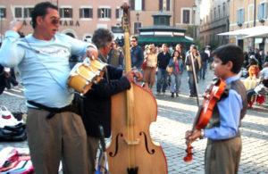 Gente che suona a Roma