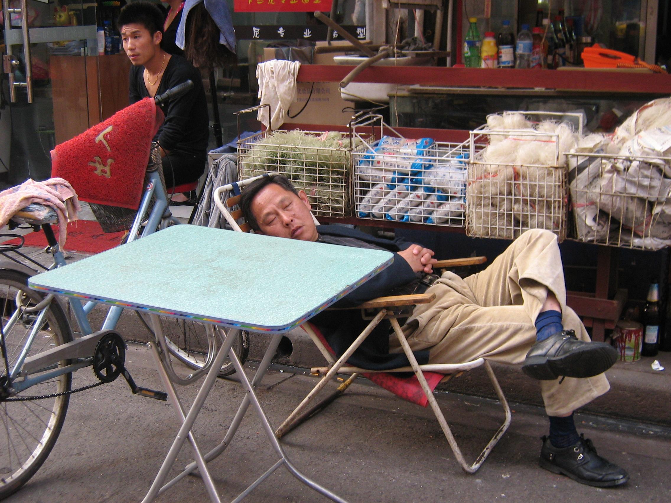Lavorare con lentezza a Shanghai
