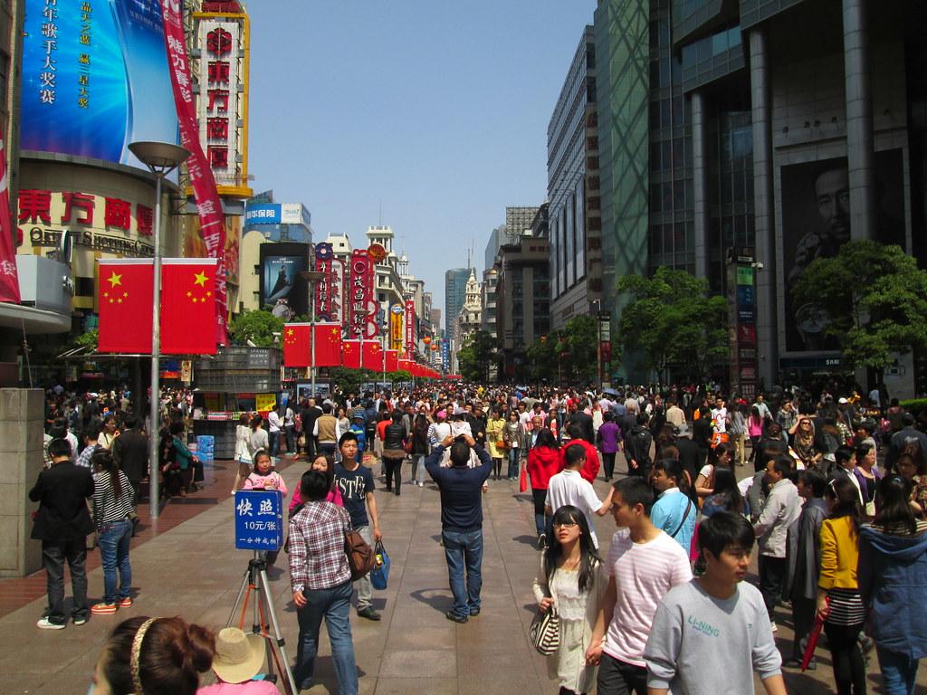 Gente per le strade della città