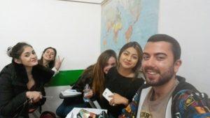 Matteo Masella insieme a delle compagne