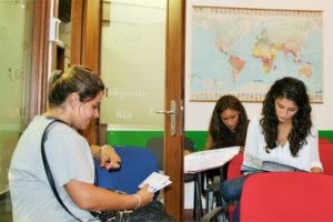 Giornata Open Day UET ROMA persone in aula